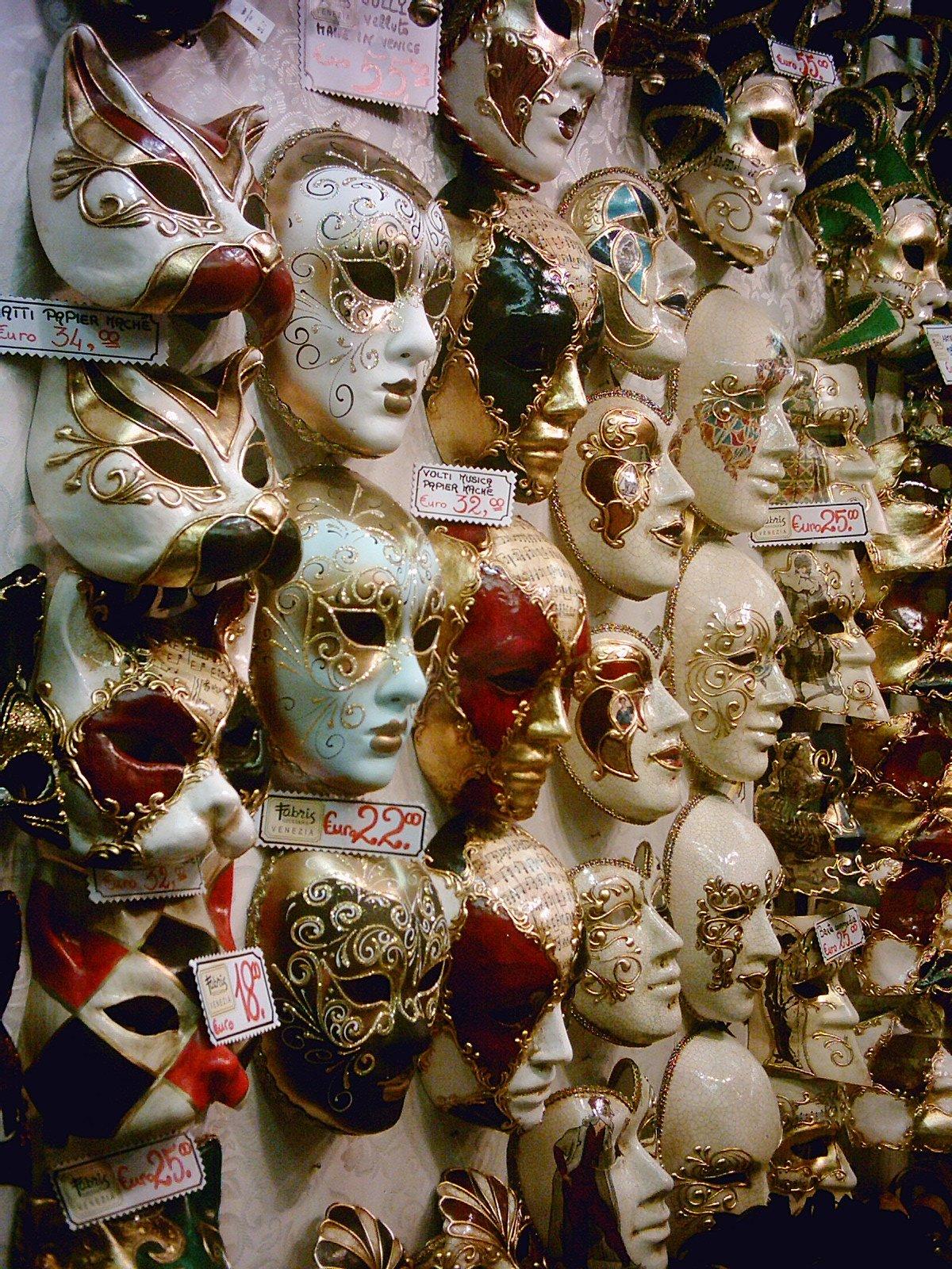 http://www.chato.cl/2004/viajes/7/Mas_Mascaras.jpg